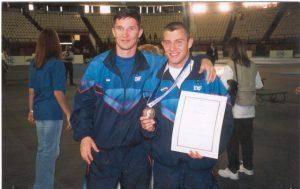 2001 год- Чемпионат Мира среди юниоров в Афинах. Бронзовый призёр Дмитрий Теплых с тренером Александром Зыковым