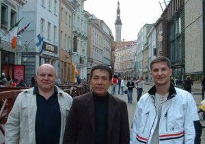 Райнер Зейберт (6 дан Германия ), Хидеми Тамайозе (Hidemi Tamayose -9 дан, Окинава, Япония) и Александр Зыков в Таллинне, 03.05.2006.